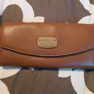MICHAEL KORS WALLET LIKE NEW Great Gift!